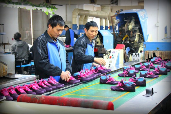 Factory assembly line shoes in China